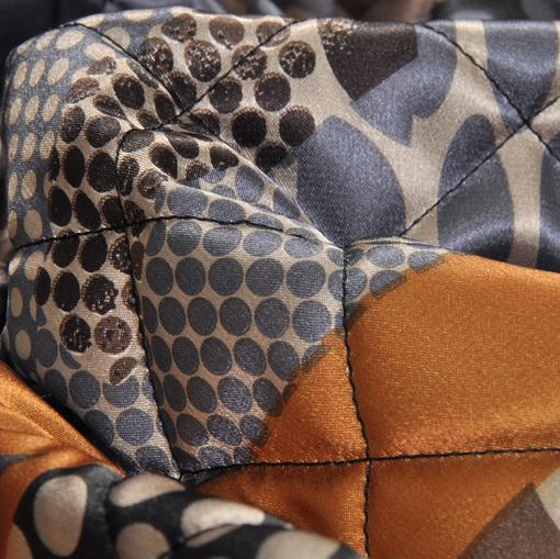 Стеганная мягкая курточная ткань с абстрактным рисунком в коричнево-голубых тонах
