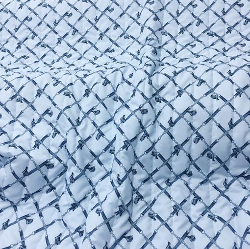 Курточная стеганая ткань Hermes ремни на голубом фоне