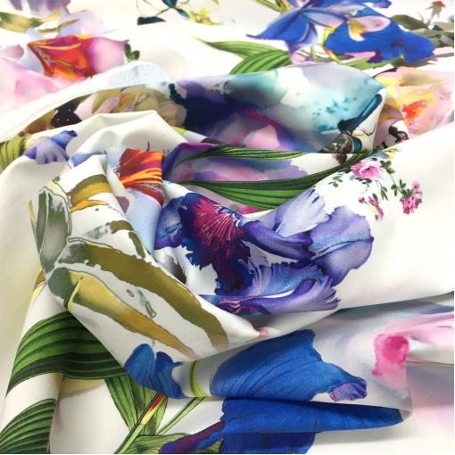 Хлопок стрейч летний принт Blumarine синие орхидеи на белом фоне