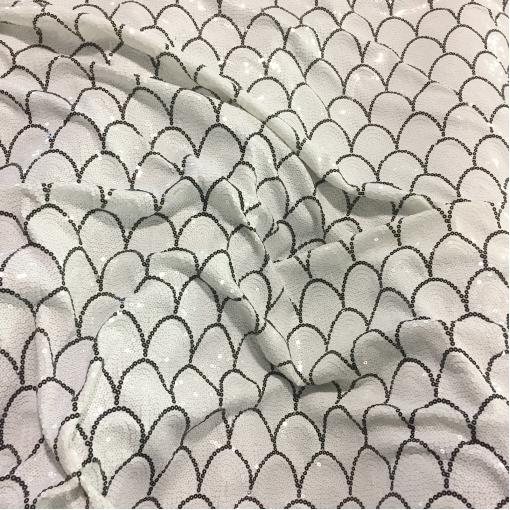 Пайетки на сетке D&G чешуя в черно-белых тонах