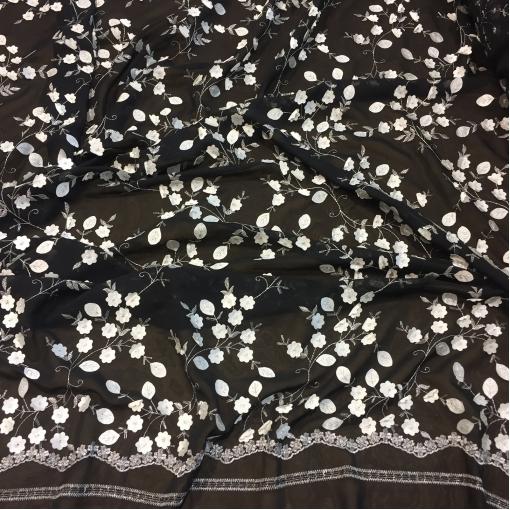 Ткань нарядная Elie Saab с нашитыми цветочками на черном фоне
