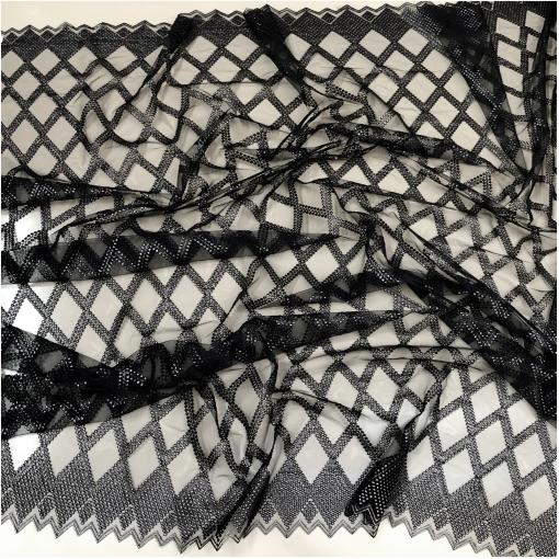Кружево на сетке черного цвета с фестонами и вышивкой с серебристым напылением
