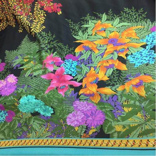 Вискоза плательная продольный цветочный купон на темном фоне