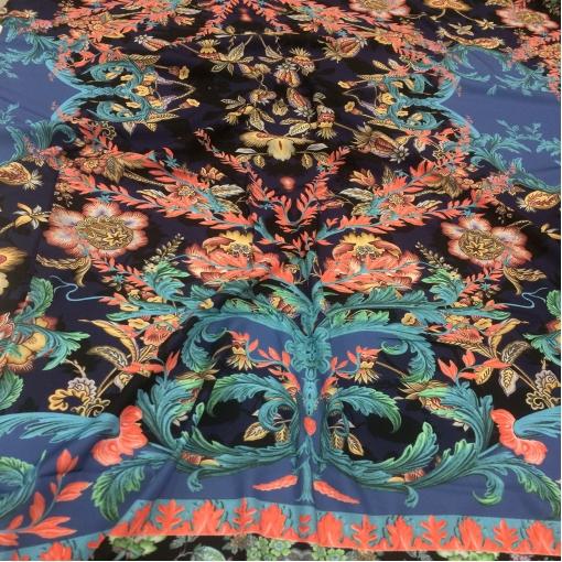 Ткань смесовая плательная стрейч принт Versace купон с синими вензелями