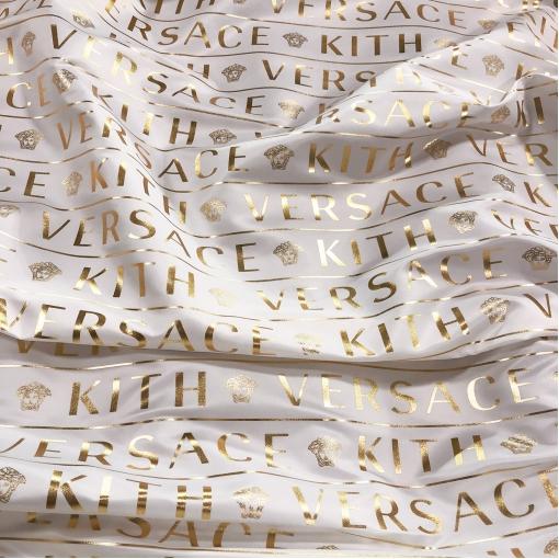 Ткань плащевая тонкая Versace молочного цвета с золотыми логотипами
