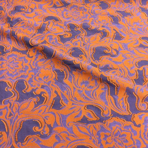 Жаккард вискозный нарядный оранжевые цветы на сиреневом фоне