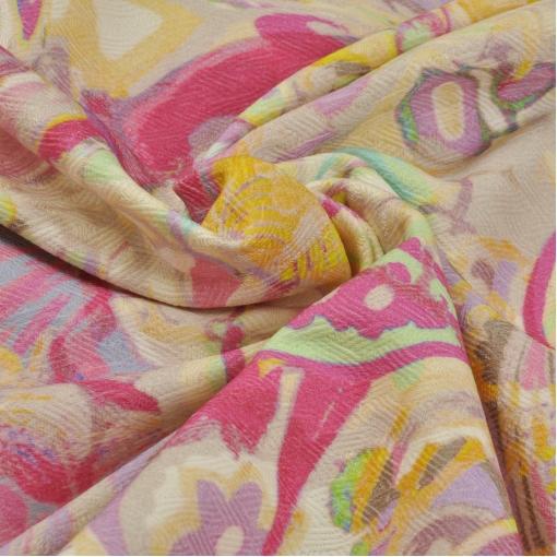 Хлопковый жаккард-стрейч с цветочно-огуречным рисунком в желто-розовых тонах