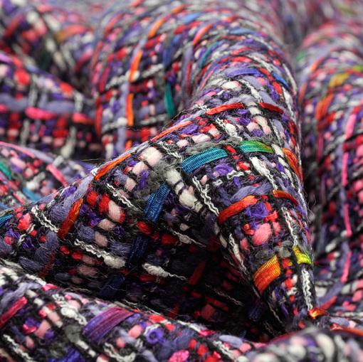 Костюмная шанель в тоне фуксия и разноцветными нитями