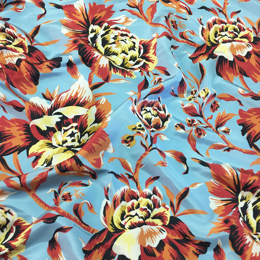 Шелк атлас принт Burberry цветы на пыльно-голубом фоне