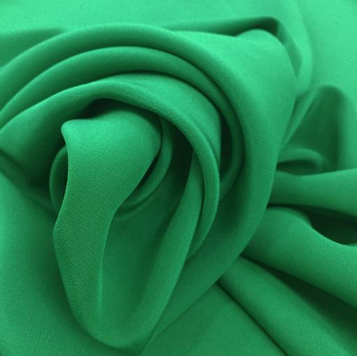 Шелк креповый непрозрачный изумрудного цвета