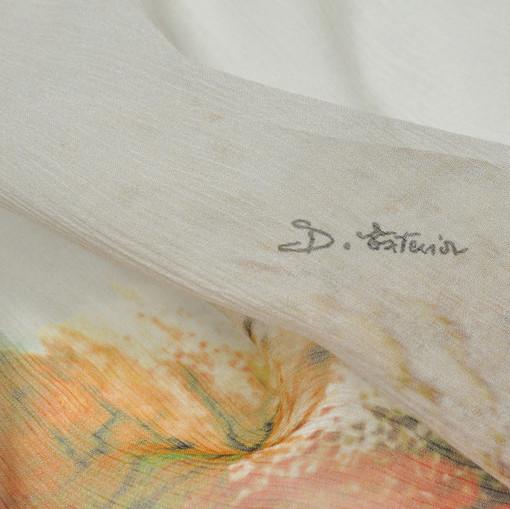 Полупрозрачный шифон с купонным рисунком на белом фоне D. Exterior