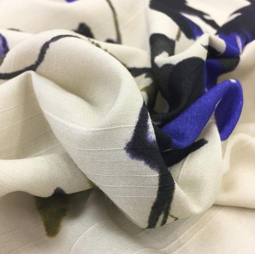 Вискоза плательная купон Blumarine синие цветы на бежевом фоне
