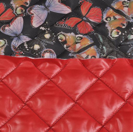 Стеганная курточная ткань с рисунком в виде бабочек на черном фоне и красной подкладкой