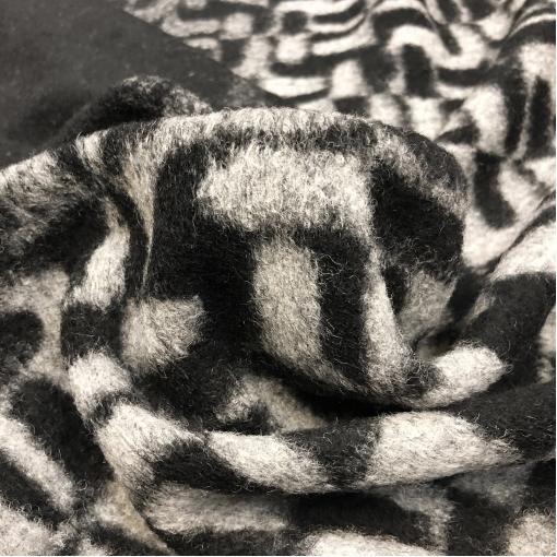 Лоден шерстяной стрейч PRADA продольный купон с черно-белой геометрией