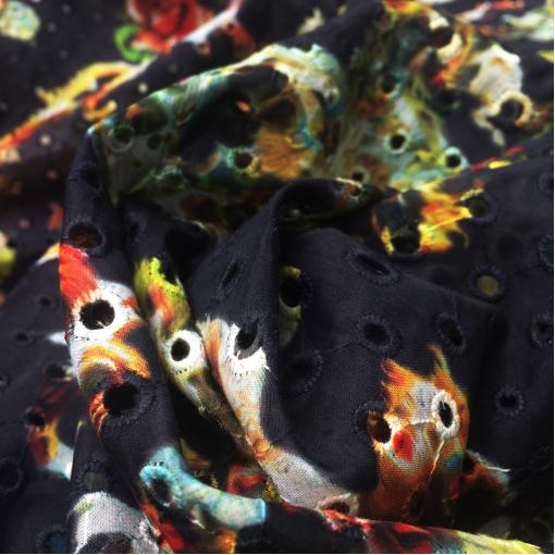 Муслин хлопок с шелком принт D&G вышивка и перфорация на синем фоне