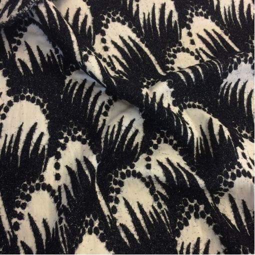 Жаккард нарядный принт Ferragamo молочного цвета с черными люрексовыми нитями