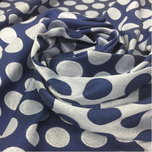 Жаккард нарядный принт Gucci крупные горохи 3 см на голубом фоне