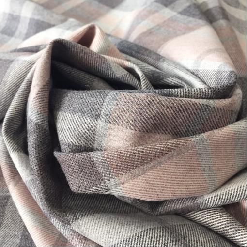 Ткань костюмная шерстяная стрейч принт Ferragamo серо-розовая клетка