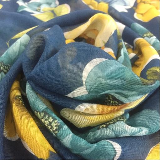 Лен марлевка принт Blumarine голубые и желтые цветы на синем фоне