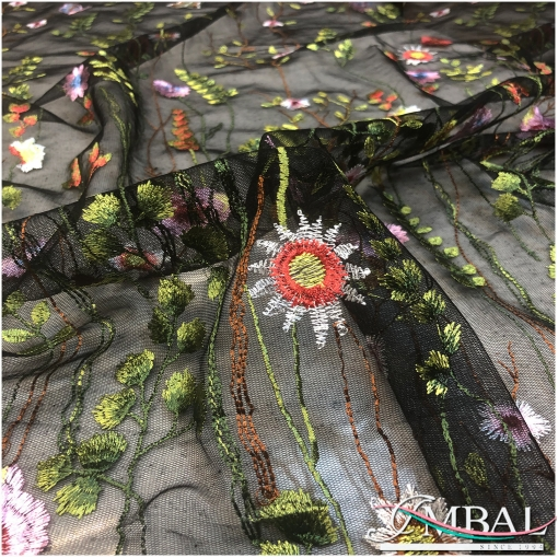 Сетка нарядная черного цвета с вышитой цветочной поляной