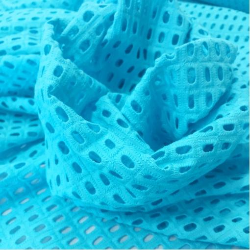 Кружево хлопковое вышитое ярко-голубого цвета