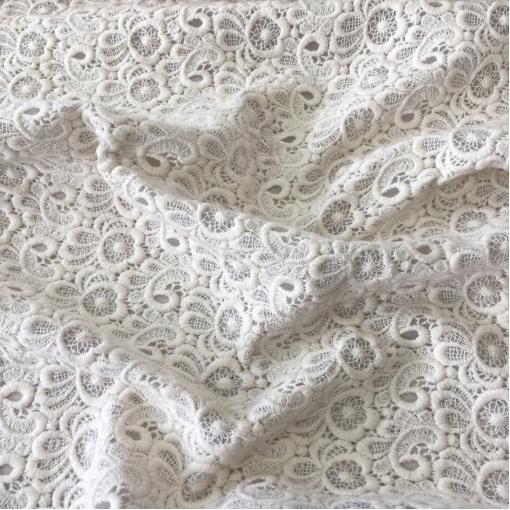 Кружево дизайн Chanel вышивка хлопком молочного цвета на сетке