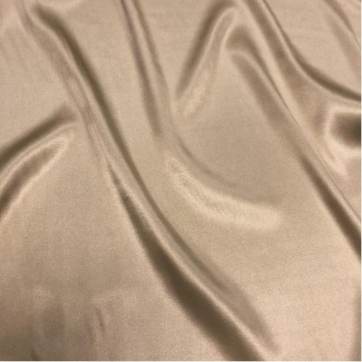 Шелк атласный стрейч La Perla цвета загара с золотистым отливом