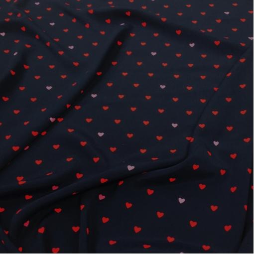 Вискоза креповая плательная принт Moschino сердечки на темно-синем фоне