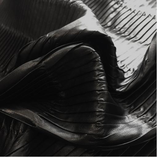 Кожа искусственная плиссе стрейч McQueen черного цвета
