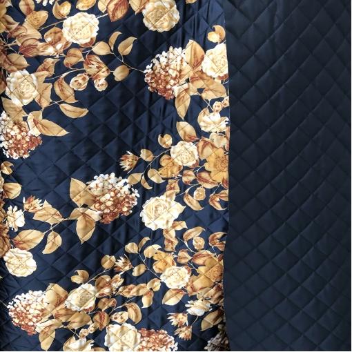 Ткань курточная стеганная двухсторонняя принт D&G золотистые цветы на темно-синем фоне