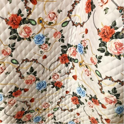 Ткань курточная стеганная двухсторонняя принт D&G розы и цепи в красно-розовых тонах