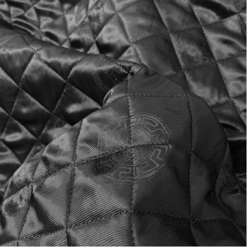 Ткань курточная двухсторонняя стежка принт Versace логотипы на черном фоне