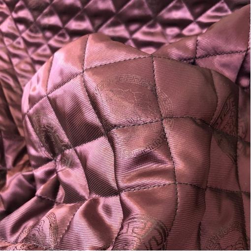 Ткань курточная двухсторонняя стежка принт Versace логотипы на винно-свекольном фоне