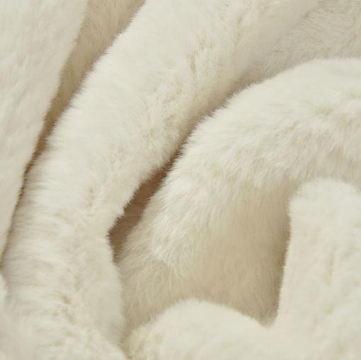 Искусственный мех ванильного цвета