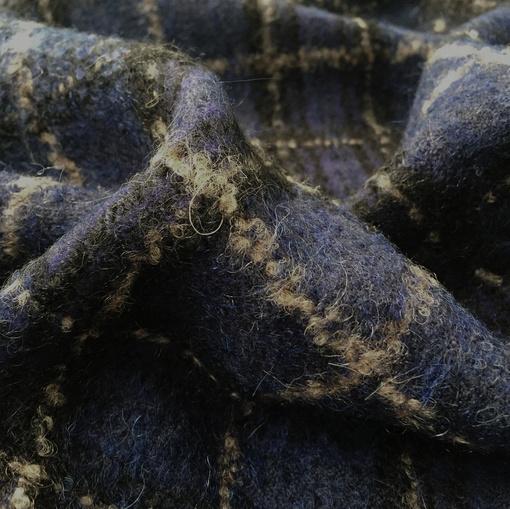 Ткань пальтово-костюмная принт Burberry бежевая клетка на синем фоне