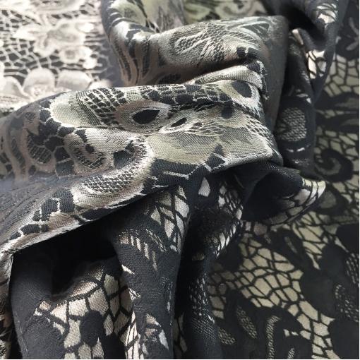 Жаккард нарядный двухсторонний стрейч Armani в серебристо-черной гамме