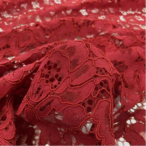 Кружево макраме вискозное с фестонами насыщенного красного цвета