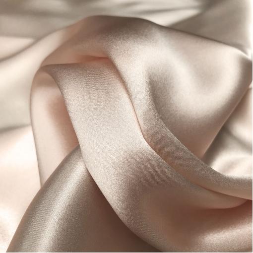 Шелк атласный цвета пепел-роза с ванильным отливом