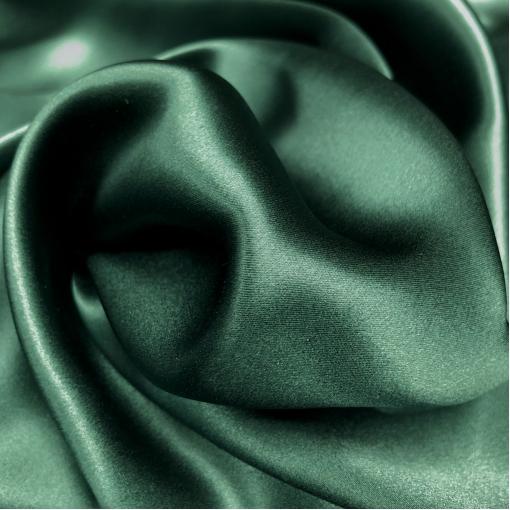 Шелк атласный бутылочного зеленого цвета