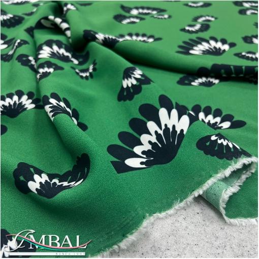 Bискоза плательная креповая принт ODEEN черные цветы на зеленом фоне