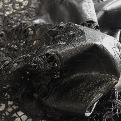 Кожа искусственная стрейч McQueen с кружевным фестоном