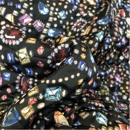 Ткань курточная двухсторонняя стежка принт Versace драгоценные камни на черном фоне