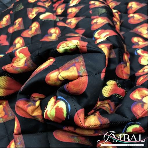 Ткань курточная стеганная принт Versace сердца на черном фоне