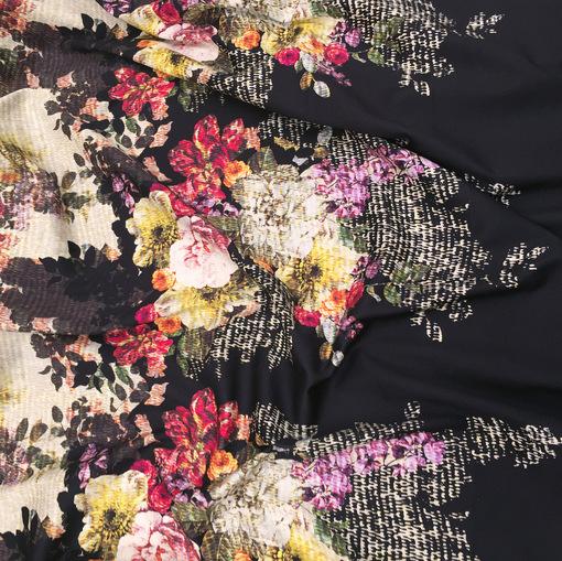 Вискоза плательная стрейч принт D&G купон цветы на черном фоне