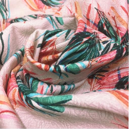 Жаккард х/б стрейч костюмный цветы и листья на пудровом фоне