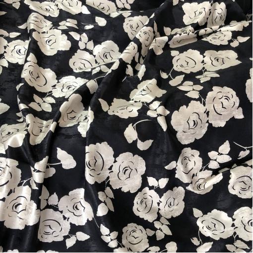 Жаккард вискозный дизайн Alberta Ferretti белые розы на черном фоне
