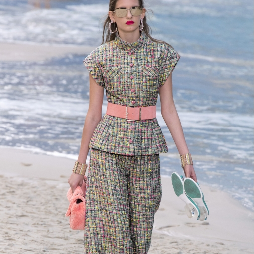 Шанель нарядная с разноцветными вкраплениями с элегантным люрексом