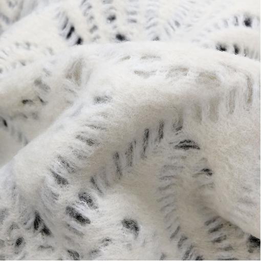Ткань пальтовая ажурная Blumarine на трикотажной основе молочного цвета