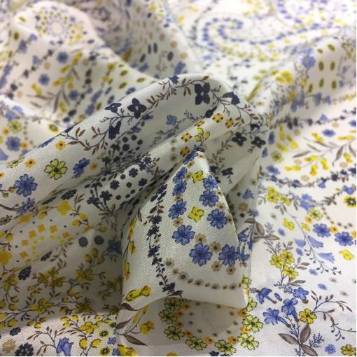 Шелк креповый принт ETRO нежные цветы и огурцы на белом фоне