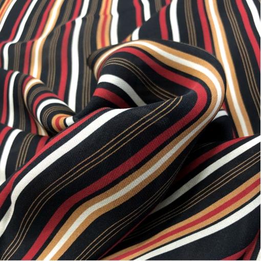 Шелк креповый дизайн Ferragamo диагональные полосы на черном фоне